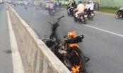 TP HCM: Xe máy bốc cháy trên xa lộ Hà Nội