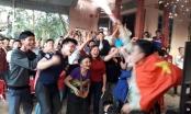 Cả làng Bào nghỉ làm để cổ vũ thủ môn Tiến Dũng