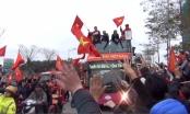 Video: U23 Việt Nam được người dân Thủ đô chào đón như những anh hùng