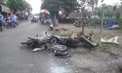 TP HCM: Xe máy gãy đôi sau va chạm, 3 người bị thương nặng