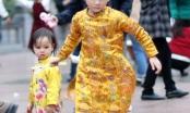 Trẻ nhỏ Hà Nội xúng xính áo dài chơi Tết