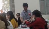 Hiệu trưởng Đại học Sài Gòn lì xì cho sinh viên toàn trường