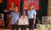 Gia Lai: Khen thưởng học sinh lớp 5 dũng cảm cứu 2 bạn khỏi đuối nước