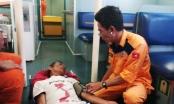Đà Nẵng: Cứu nạn 4 thuyền viên bất ngờ bị chìm tàu trên biển