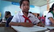 Quảng Ngãi: Nỗ lực học tập đáng khâm phục của cậu bé 13 tuổi chỉ cao gần 1m