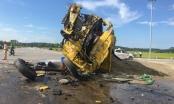 Nghệ an: Xe tải nát bét sau cú va chạm kinh hoàng tại ngã tư