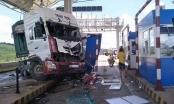 Lâm Đồng: Xe đầu kéo lao vào Trạm thu phí trên quốc lộ
