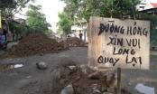 """Nghệ An: Người dân lập """"lô cốt"""" ngăn xe tải vì đường nát như tương"""