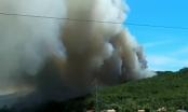 Nghệ An: Hàng trăm người cứu rừng thông bốc cháy dữ dội trong nắng nóng