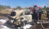 Ô tô 4 chỗ cháy trơ khung giữa nắng nóng sau tai nạn