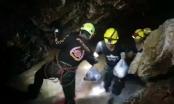 Tận thấy cảnh tăm tối trong hang động giam cầm đội bóng Thái Lan
