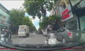Clip: Nữ ninja dừng đèn đỏ ở làn ngược chiều, đối đầu ô tô