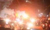 Clip CĐV đốt pháo sáng, ăn mừng sau chiến thắng của Olympic Việt Nam