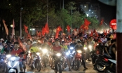 Hàng chục nghìn người dân cố đô Huế đổ ra đường ăn mừng chiến thắng của Olympic Việt Nam