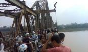 Hà Nội: CSGT cứu một thanh niên nhảy cầu tự tử trong ngày Quốc Khánh
