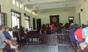 Mức án đối với kẻ dùng dao chém chết vợ sau nhiều năm bỏ trốn sang Lào