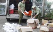 Đắk Lắk: Bắt giữ xe khách vận chuyển 2.500 bao thuốc lá lậu