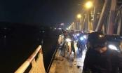 Hà Nội: Ôtô mất lái lao xuống sông Hồng, chưa tìm thấy người bị nạn