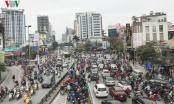 Đường phố Hà Nội ùn tắc trong ngày đi làm đầu tiên của năm 2019