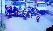 Xuất hiện video ghi lại cảnh tượng kinh hoàng vụ tai nạn tại Bến Lức, Long An