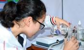 Hai nữ sinh lớp 11 dùng ozone trị viêm loét cho người bệnh đái tháo đường