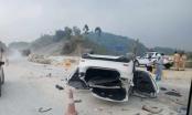 Xe ôtô Mazda 6 lật nhào nằm chổng vó trên cao tốc Nội Bài - Lào Cai