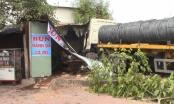 Bình Dương: Xe container bất ngờ tông sập quán bún bên đường