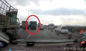 Cần xử lý nghiêm tài xế xe tải đi ngược chiều trên cầu Thanh Trì