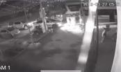[Clip]: Khoảnh khắc xe khách cuốn bay đoàn đưa tang tại Vĩnh Phúc