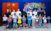 Hoa hậu Chi Nguyễn động viên, thăm hỏi những người có hoàn cảnh khó khăn