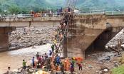 500 thanh niên cõng gạo, nước đi bộ 10 km tiếp tế người dân bị cô lập ở  Sơn La