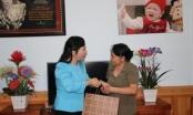 Bộ trưởng Bộ Y tế hát 'Người con gái sông La' tặng nữ anh hùng La Thị Tám