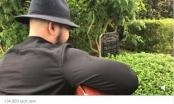 [Clip]: Người đàn ông ôm đàn hát trước mộ cố nhạc sĩ, ca sĩ Trần Lập gây bão