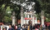 Mùng 2 Tết, thời tiết thuận lợi, ngàn người đến Văn Miếu du xuân xin chữ đầu năm