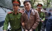 Xét xử vụ Châu Việt Cường giết người: Mẹ nạn nhân khóc ngất tại tòa