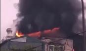 Hà Nội: Ngôi nhà 5 tầng bốc cháy dữ dội, 9 người may mắn thoát nạn