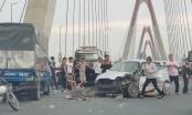 Húc đuôi xe tải đầu ô tô 4 chỗ biến dạng, giao thông ùn tắc trên cầu Nhât Tân