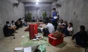 Bắt ổ nhóm đánh bạc dưới hầm giữa đồi vắng ở Vĩnh Phúc