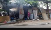 Hà Nội: Tiếp cận chữa cháy từ đầm lầy 1 chiến sĩ công an bị thương