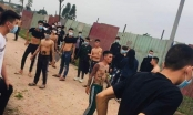 Nhóm thanh niên xăm trổ và người dân hỗn chiến bằng chất thải động vật