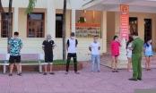 Hải Dương: Bất chấp lệnh cấm, nhóm nam nữ vẫn vô tư bay lắc trong quán karaoke