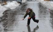 Thời tiết khắc nghiệt biến đường phố ở Canada thành sàn trượt băng