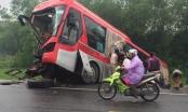 Hà Tĩnh: Xe khách đối đầu xe tải, hàng chục hành khách hú vía