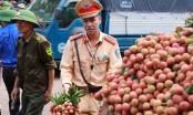 Chùm ảnh CSGT giúp dân mùa vải thiều ở Bắc Giang gây bão mạng