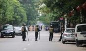 Hàng chục Cảnh sát đang vây bắt đối tượng mang hàng nóng tử thủ trong nhà