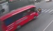 [Clip]: Người phụ nữ thoát chết thần kỳ sau vụ tai nạn kinh hoàng