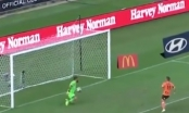 [Clip]: Pha sút penalty kỳ quặc của cầu thủ Eric Bautheac