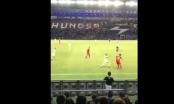 [Clip]: Pha qua người đẳng cấp của Quang Hải trong trận đấu gặp Curacao