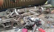[Clip]: Hiện trường vụ tai nạn đường sắt khiến 4 toa tàu bị lật ở Nghệ An