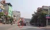 [Clip]: Đi sai làn đường, tài xế xe máy còn định hành hung người khác